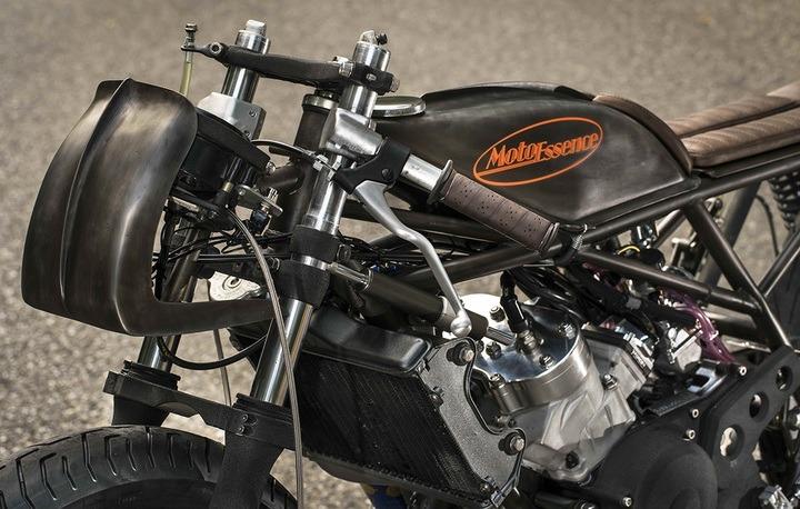 Moto Essence's Yamaha RD350
