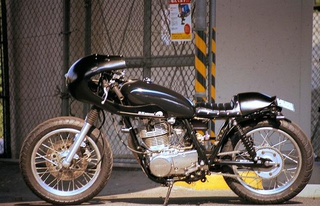 Yamaha SR400 profile